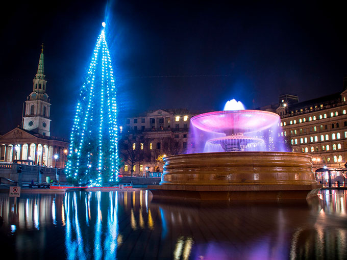 Trafalgar_Square_Christmas_tree