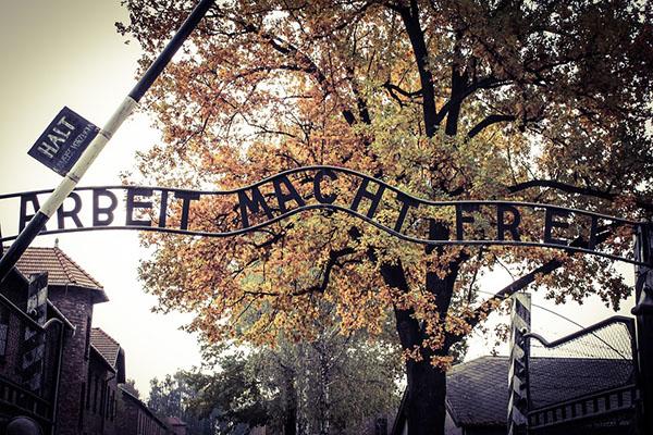 entrada auschwitz.jpg